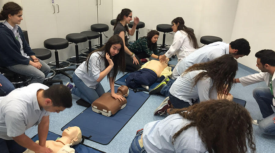 hands-on-cpr-high-school-students.jpg